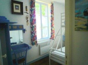 10) Chambre 2: lit double avec lit simple au dessus