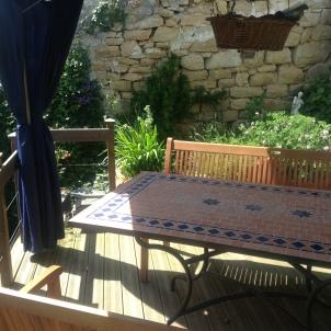 13) Le jardin est ensoleillé toute la journée. Entirement privé et sécurisé pour les enfants et les animaux de compagnie