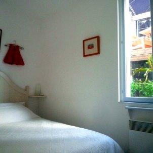 8) Chambre 1: lit double. Tous les draps sont inclus
