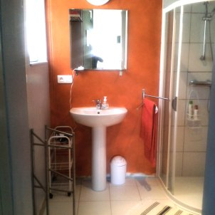 12) La salle de douche avec WC. Toutes les serviettes sont inclus